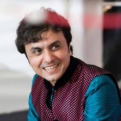 ધંધો textileનો. ગાયકીનાં શોખે ગુજરાતનાં જાણીતા singer બનાવ્યા